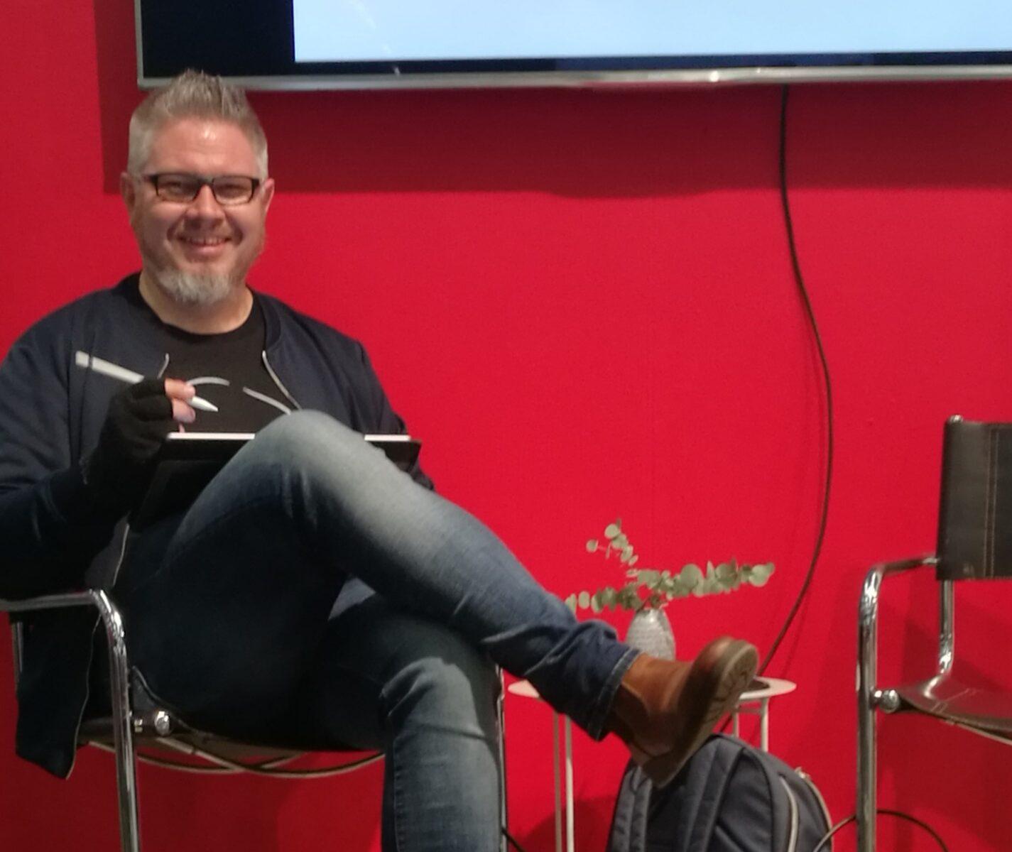 Royne Mercurio ritar sina härliga Herregud & co figurer på Bokmässan 2018
